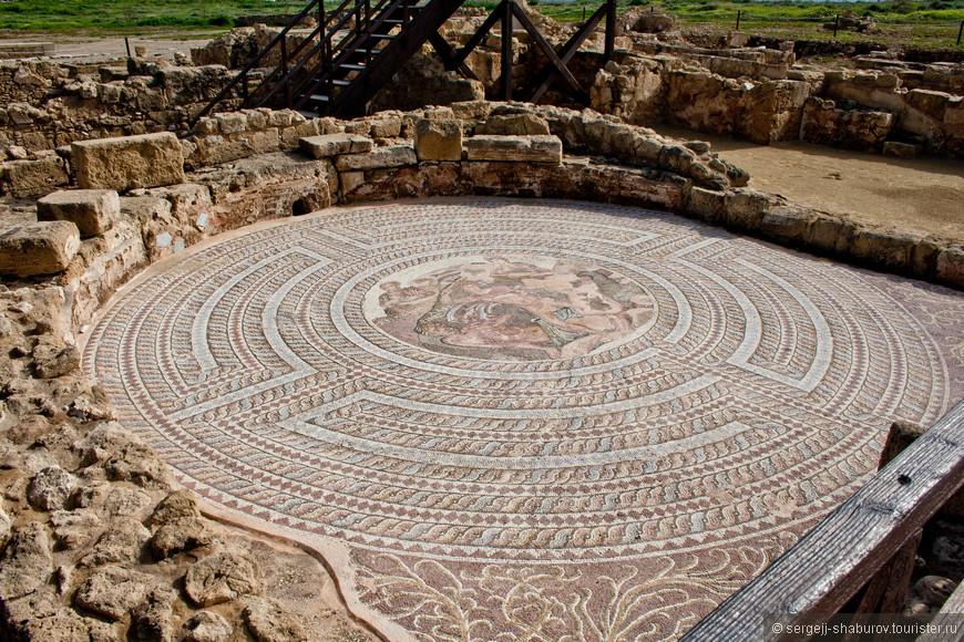 Мозаичное изображение поединка Тесея и Минотавра