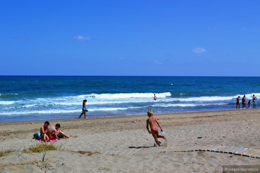 Один из протяженных пляжей в Ретимно. Большие волны - не понравился.