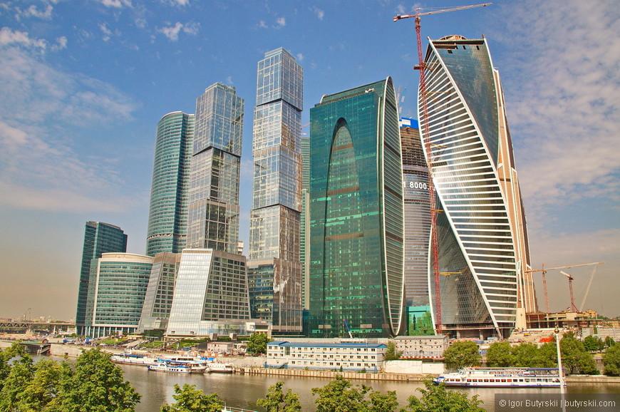 02. Особенностей у комплекса очень много, много «самых-самых» моментов. Москва самый крупный город в Европе и что бы не говорили люди, я считаю, что Москва – столица Европы. А столица должна выглядеть соответственно. Небоскребы отражают развитие города, это теперь показатель успешности, богатства, развития.