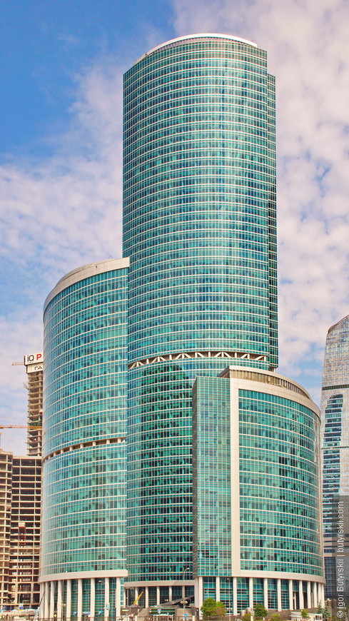 06. Один из первых действительно высокий зданий был комплекс «Башня на Набережной» состоящий из трех зданий. Самое высокое – «Башня С» высотой 268 метров.