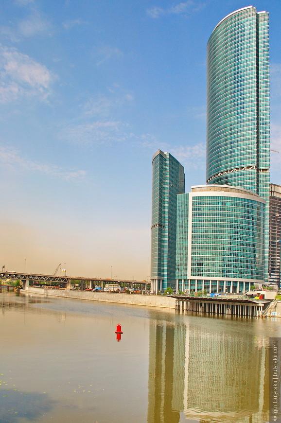 07. Башня офисная, закончили ее постройку в 2007 году, она была самой высокой до окончания постройки башни Москва.
