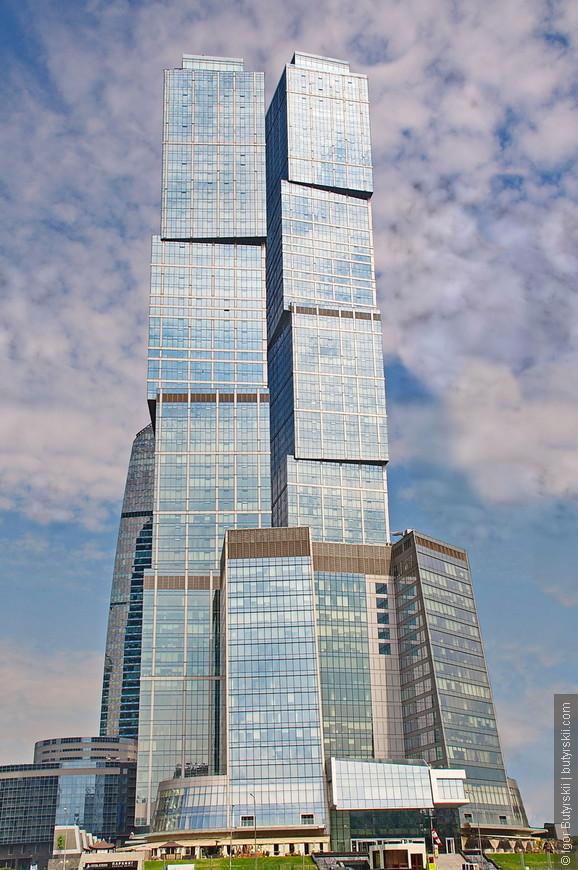 10. Башня «Москва» преодолела высоту 302 метра и стала самым высоким зданием в Москве, России и Европе.