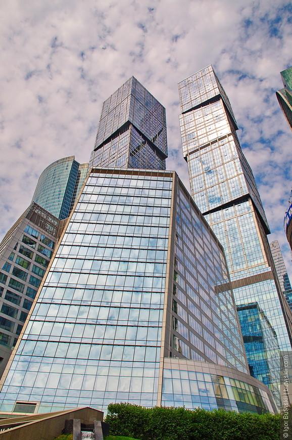 11. В башнях располагаются офисы (внизу) и жилые квартиры и апартаменты.