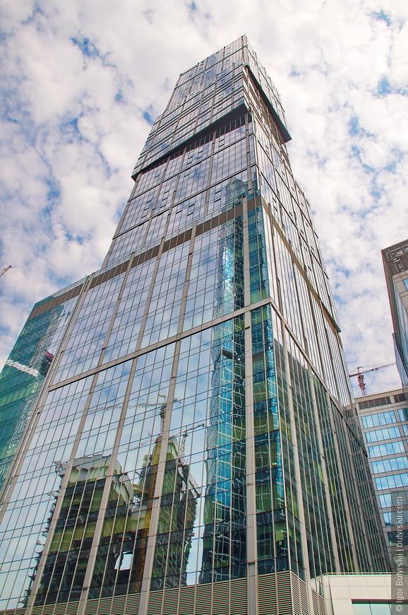 12. Башня «Санкт-Петербург» высотой в 257 метров.