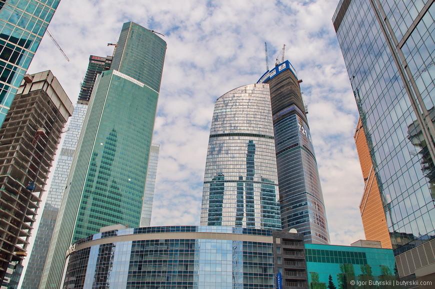 13. Самый известный долгострой Москва-Сити – «башни Федерация». Строил его печально известный господин Полонский. Башня «Восток» строится уже более 8 лет. В 2014 году возобновилось строительство и уже сейчас закончены монолитные работы. По завершению строительства Башня Восток станет новой «самой высокой башней в Москве» высотой в 373 метра.