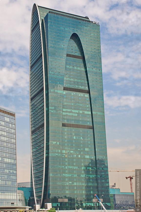 16. Башня «Империя» имеет высоту в 238 метров была закончена в 2010 году и совмещает офисы и апартаменты.