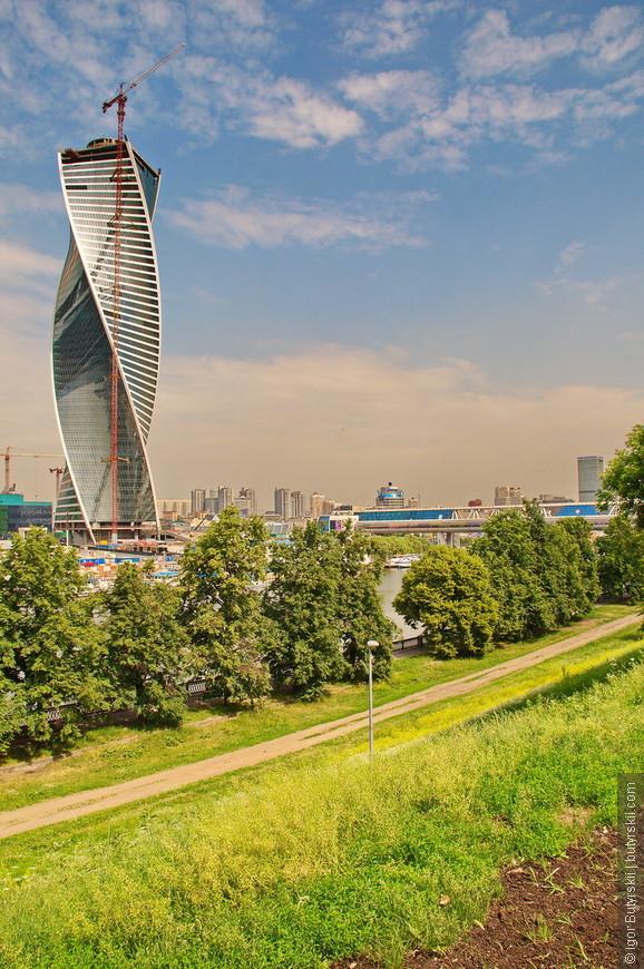 26. Здание купила целиком компания Транснефть, чтобы под одной крышей собрать все свои офисы со всей Москвы.