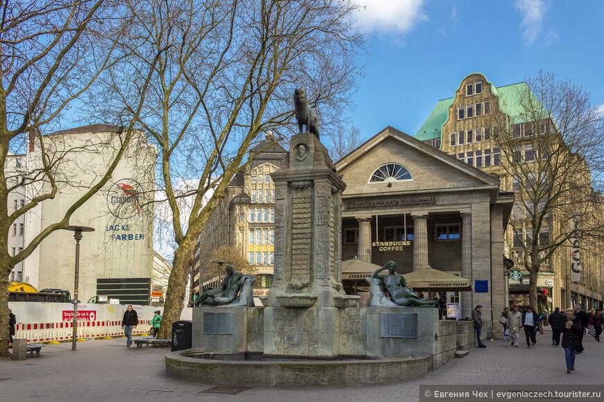 Проект удался на славу. Мёнкебергштрассе, или, как ее называют гамбургцы, Мё, - и сегодня главная торговая улица города.