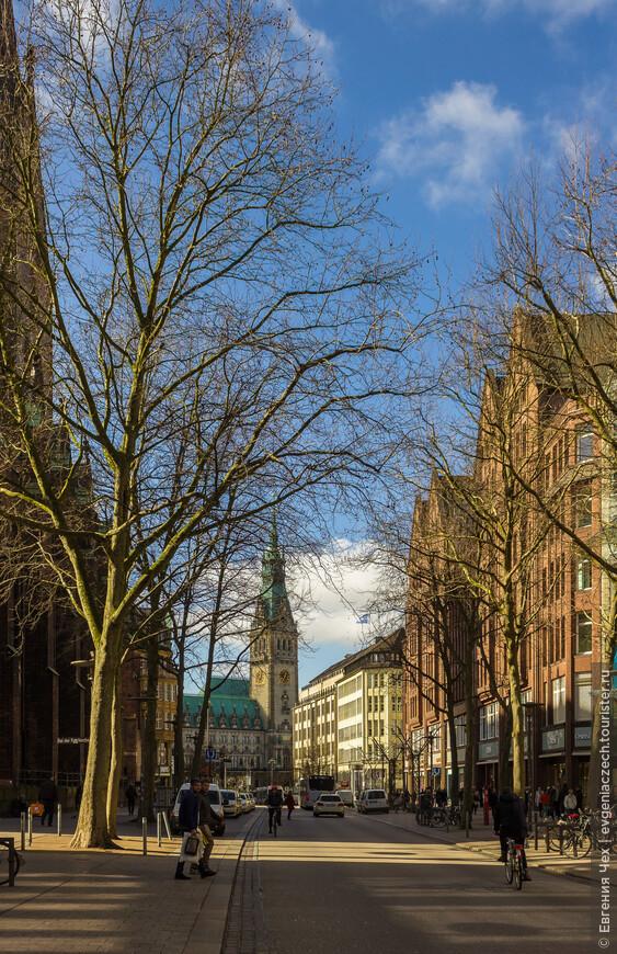 Первое, что должен был увидеть приезжающий в Гамбург - красавицу Ратушу, символ свободы и богатства города.