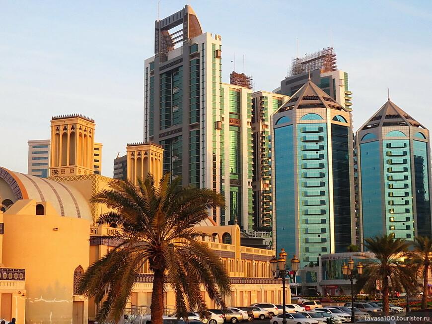 Несколько лет назад здесь был только золотой рынок. Сейчас по соседству с ним небоскрёбы отелей и жилых комплексов.
