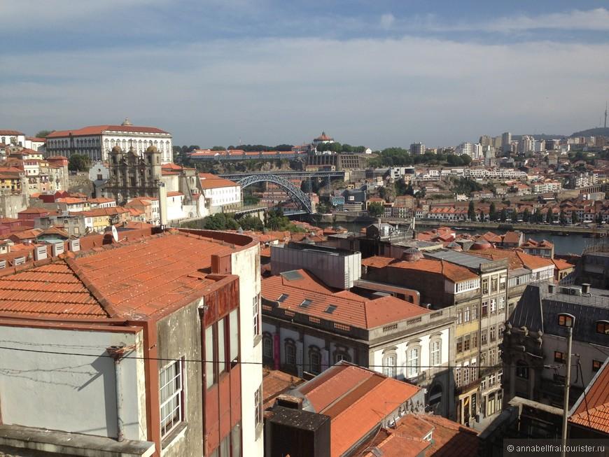 Порту. Город на протяжении многих столетий воюет с Лиссабоном и борется за внимание туристов как Питер и Москва. Город интересный, добираться  до него очень удобно, скоростной поезд едет со скоростью 300 км в час, в вагонах есть вай фай.