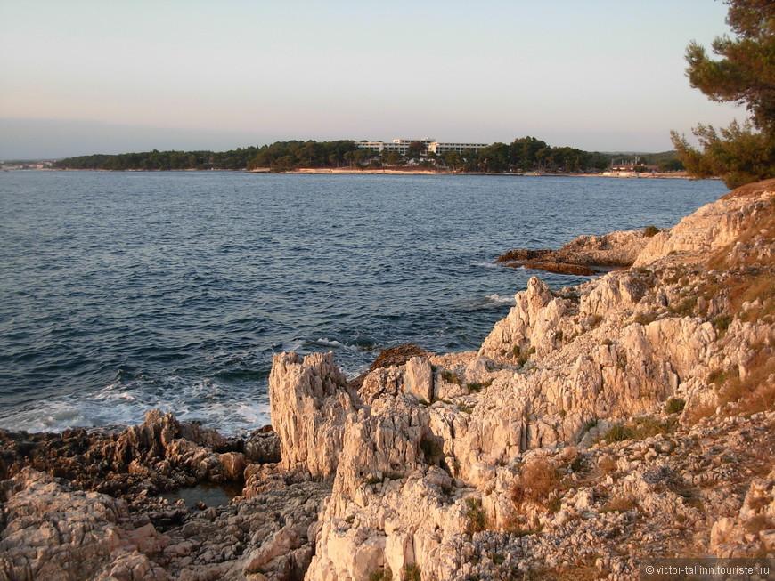 Скалистые берега Зеленой Лагуны.