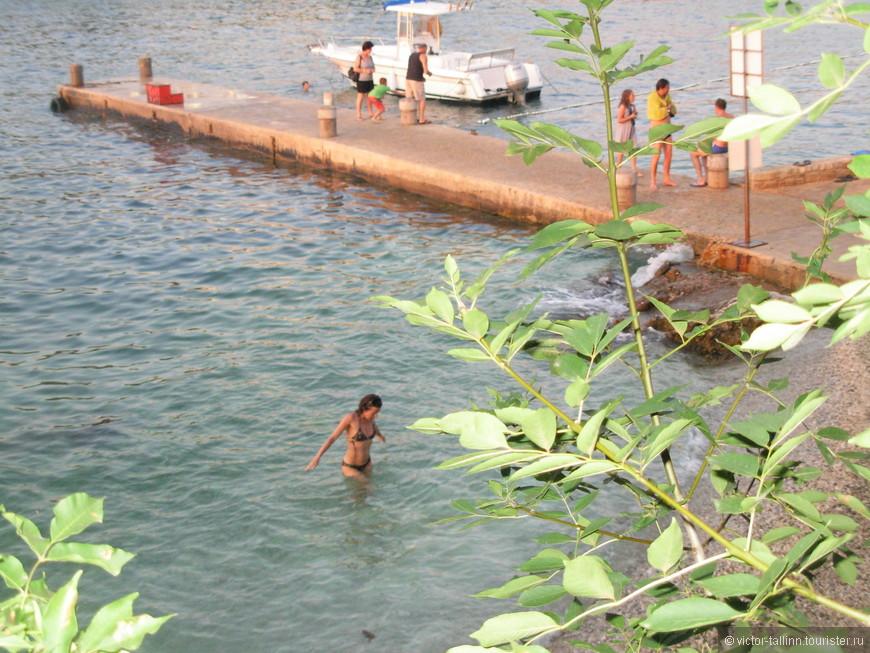 Причал в Зеленой Лагуне. Отсюда ходят лодки и катерки в близлежащие городки, в том числе в Пореч (каждый час).