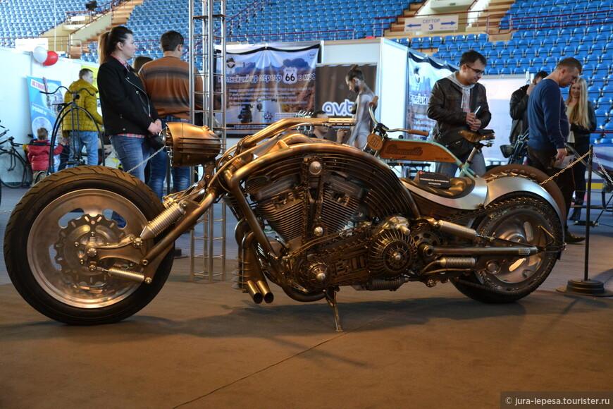 Отдельно были представлены эксклюзивные мотоциклы белорусского кастомайзера Юрия Шифа.
