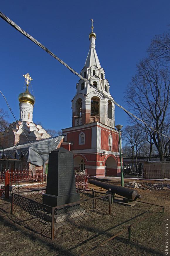 Вот с этого собора начинался Донской монастырь. Собор был построен в 1591-1593 гг. –   позднее, после постройки Большого собора, он стал называться Малым собором.