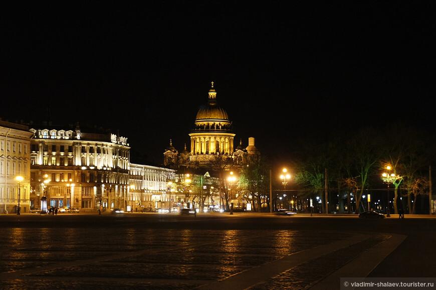 Вид на Исакиевский собор от Дворцовой площади.