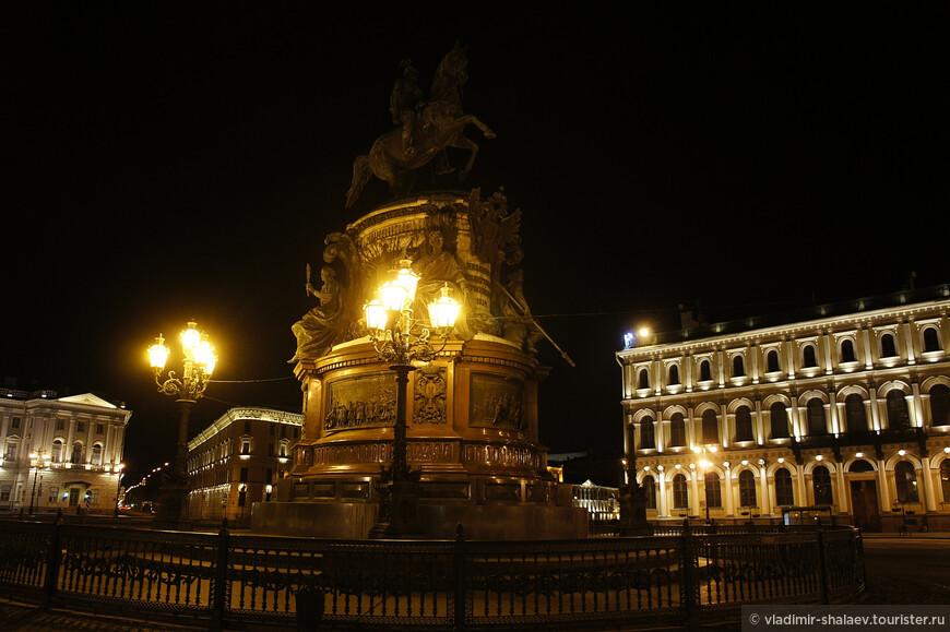 Памятник Николаю I.