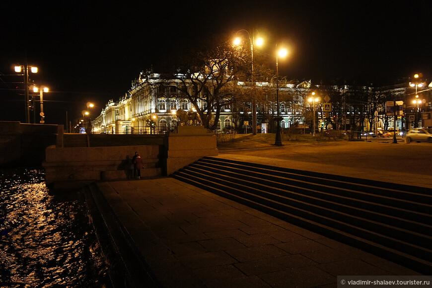 Вид на Зимний дворец от Дворцовой пристани.