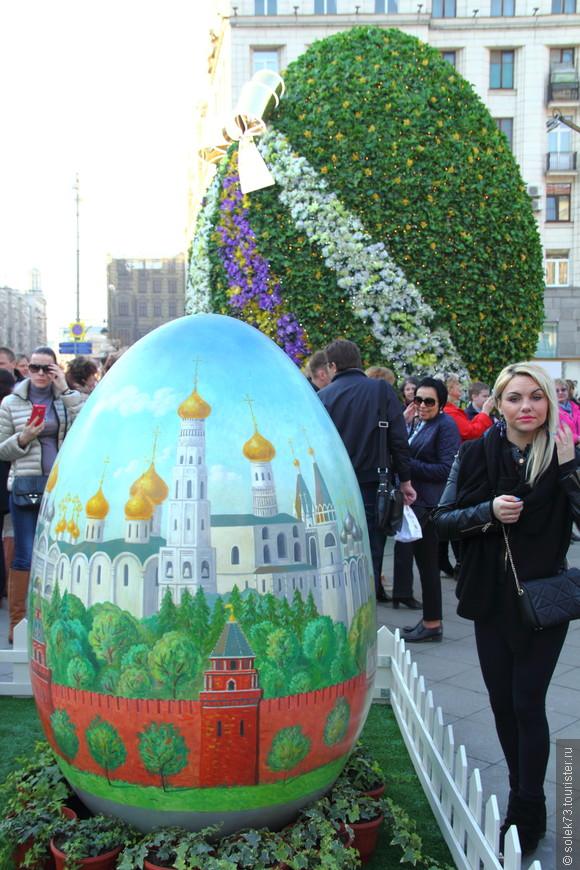 Выставка декоративных яиц на Тверской площади.