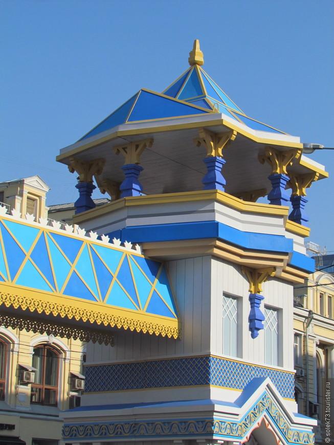 Пасхальные терема на Кузнецком мосту около ЦУМА