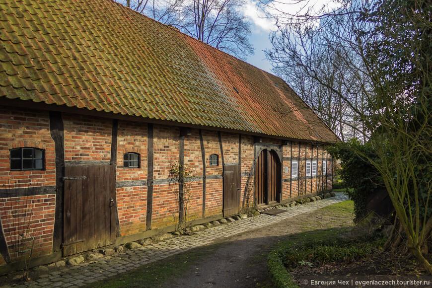 А это типичный дом крестьянина - животновода.