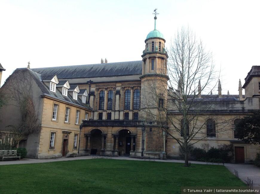 Внешний двор колледжа
