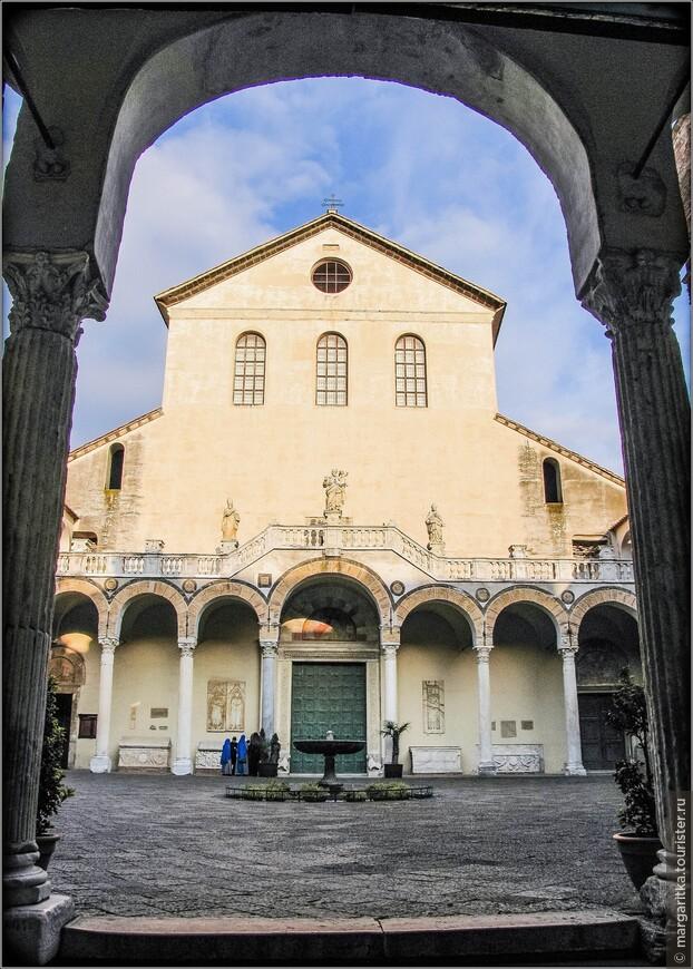 Кафедральноый Собор в Салерно имеет несколько официальных названий - Duomo; Cattedrale di Salerno; Cattedrale di San Matteo;  Собор посвящён апостолу Матфею (Cattedrale di San Matteo) посвящён апостолу Матфею, считающемуся покровителем города, и Богоматери ангелов. Собор стоит в исторической части города, на площади piazza Alfano I.  Открыт:09.00-12.30, 15.30-19.00)