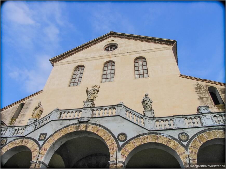 В последующие столетия храм неоднократно перестраивался. Многие работы были продиктованы необходимостью устранения последствий землетрясений. Масштабные работы были проведены после землетрясения 1688 года неаполитанскими архитекторами Джамбаттистой Буратти, Арканджело Гульельмелли и Фердинандо Санфеличе. Результатом этих работ является внутреннее убранство собора и новый свод. В остальном, зданию удалось сохранить свой изначальный романский облик.
