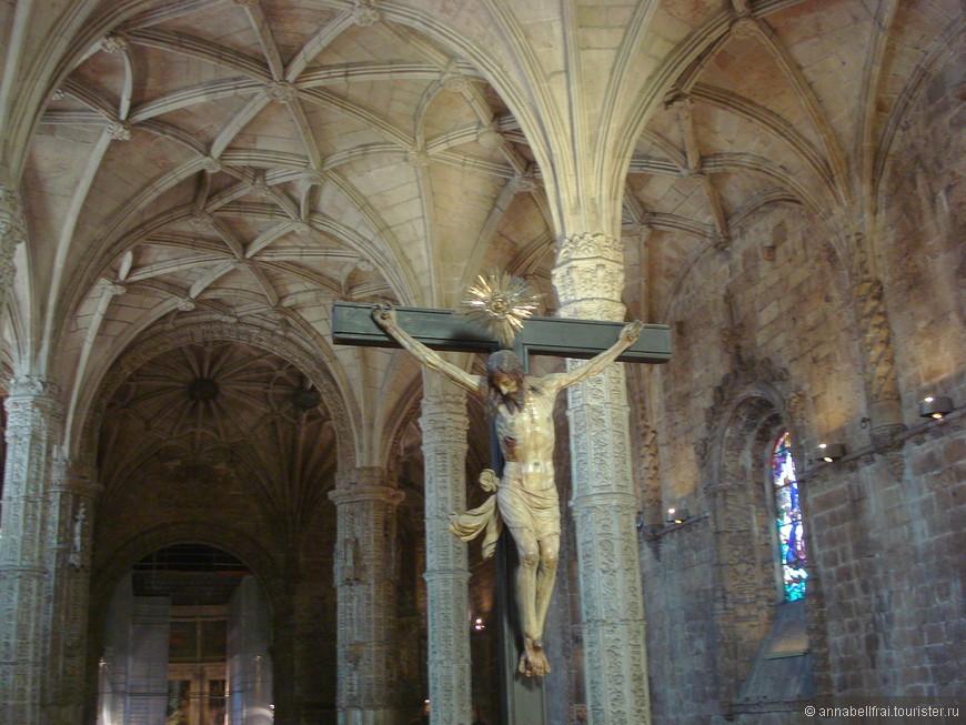 Внутри величественного собора Жиронимуш.