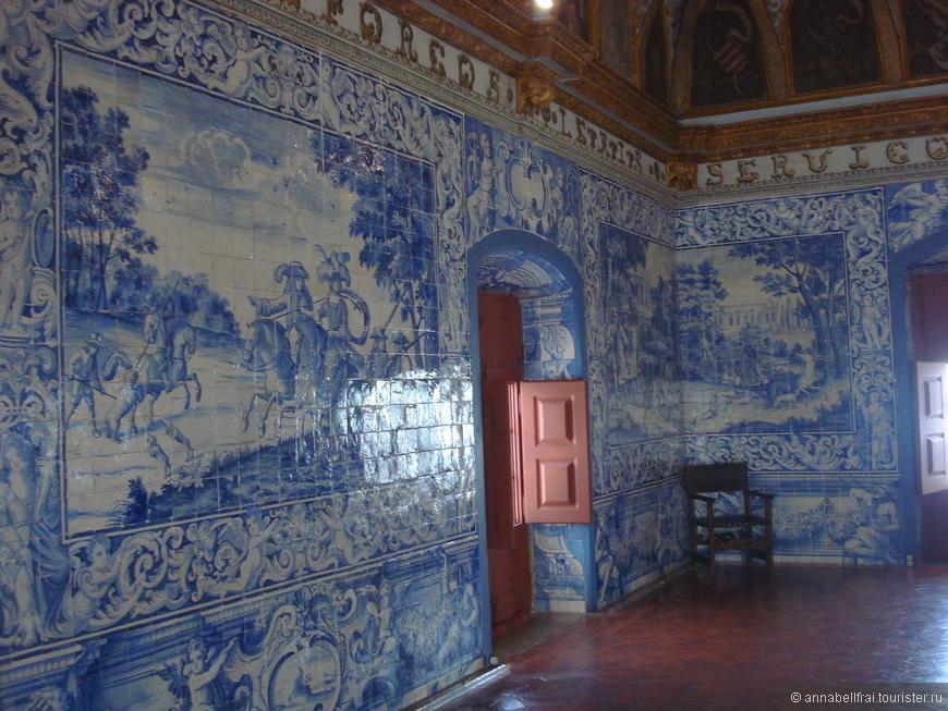 """Традиционная плитка """"азулежу"""" была повсюду, начиная дворцами и заканчивая стеной вокзала."""