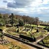 Сады замка Данробин, где проходит соколиная охота