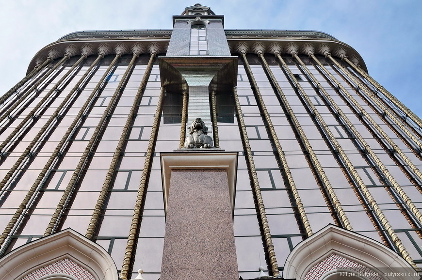 07. Шикарное здание, в живую смотрится очень монументально.
