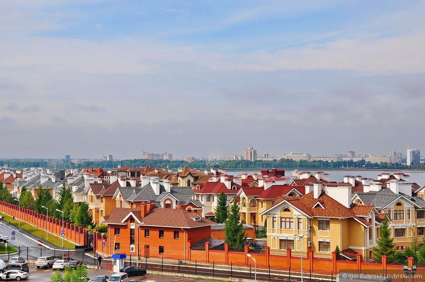 12. А это, видимо, самые дорогие дома в Татарстане. В непосредственной близости к Кремлю.