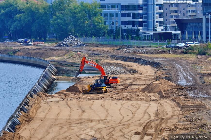 13. Набережную реки Казанки осушают, чтобы построить еще больше элитного жилья.