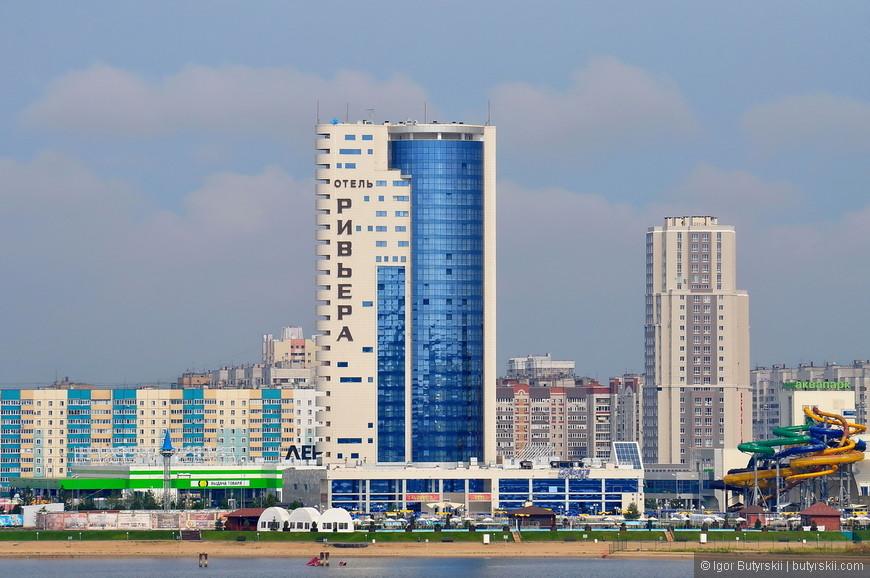 16. Отель Ривьера и одноименный аквапарк – самый большой крытый аквапарк в России (по заверению владельцев). Я был в нем несколько раз – действительно шикарное место! А зимой можно выплыть по теплому бассейну на открытую площадку.