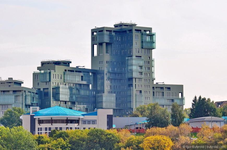 19. Встречаются немного странные здания, в любом другом городе я бы порадовался, но в Казани выглядит немного чужеродно.