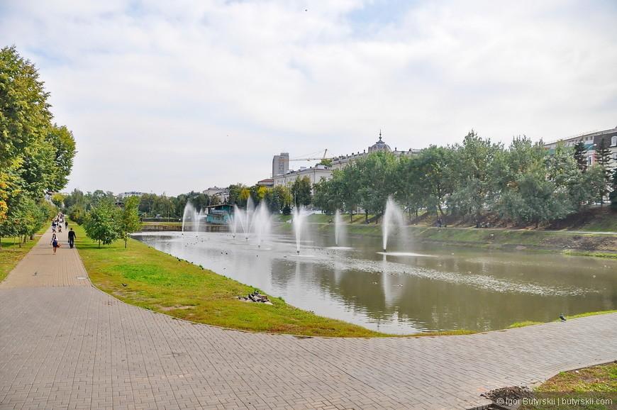 26. Фонтаны в Черном озере. Озер на территории Казани очень много, также есть каналы и две реки.