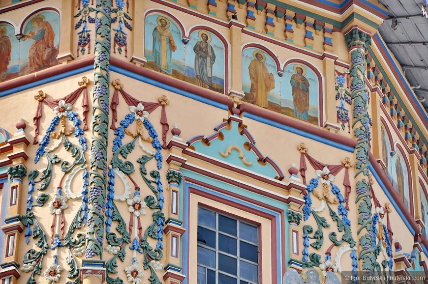 30. Прекрасная роспись на здании церкви.
