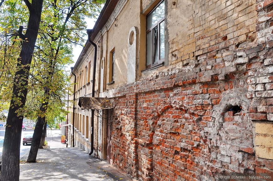 32. В центре можно встретить и такие здания, скоро тоже пойдут под восстановление.