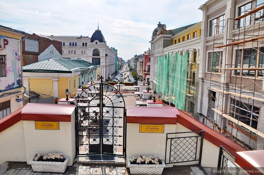 33. Чудесное кафе с видом на улицы Казани.