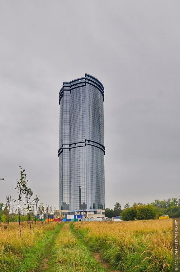 37. В Казани есть даже один небоскреб – Лазурные Небеса. Находится он далеко от центра прямо в поле.