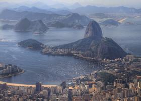 С холма открываются прекрасные виды на Рио. Холм Сахарная голова - достопримечательность номер два. На него тоже нужно непременно подняться!