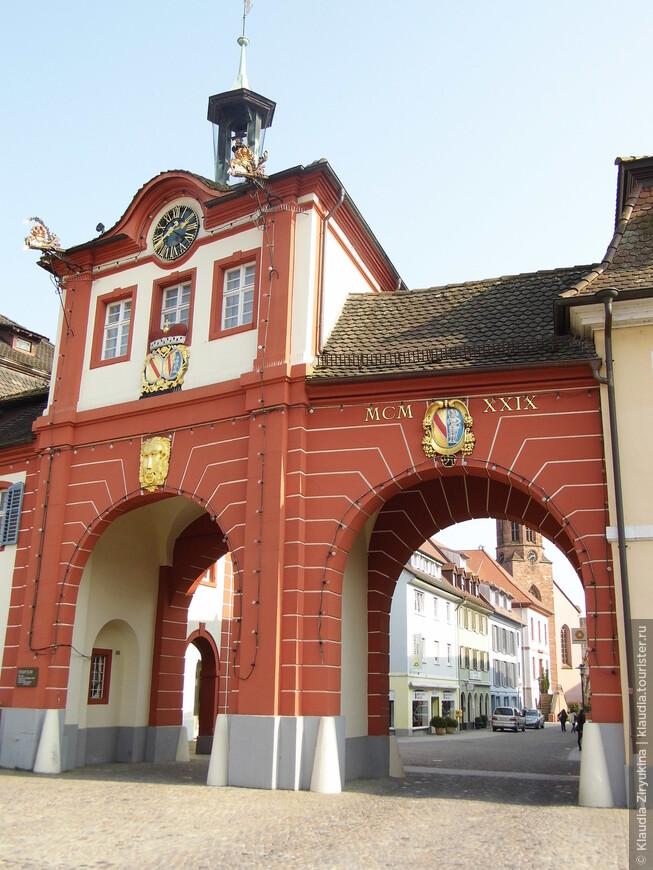 Старые городские ворота, недавно отреставрированные.