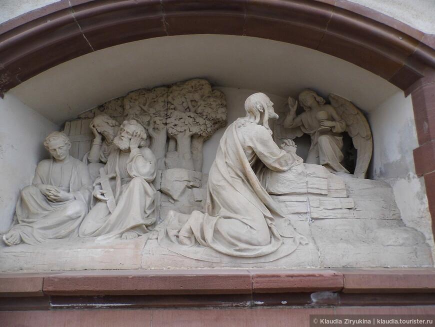 Обязательная скульптурная группа