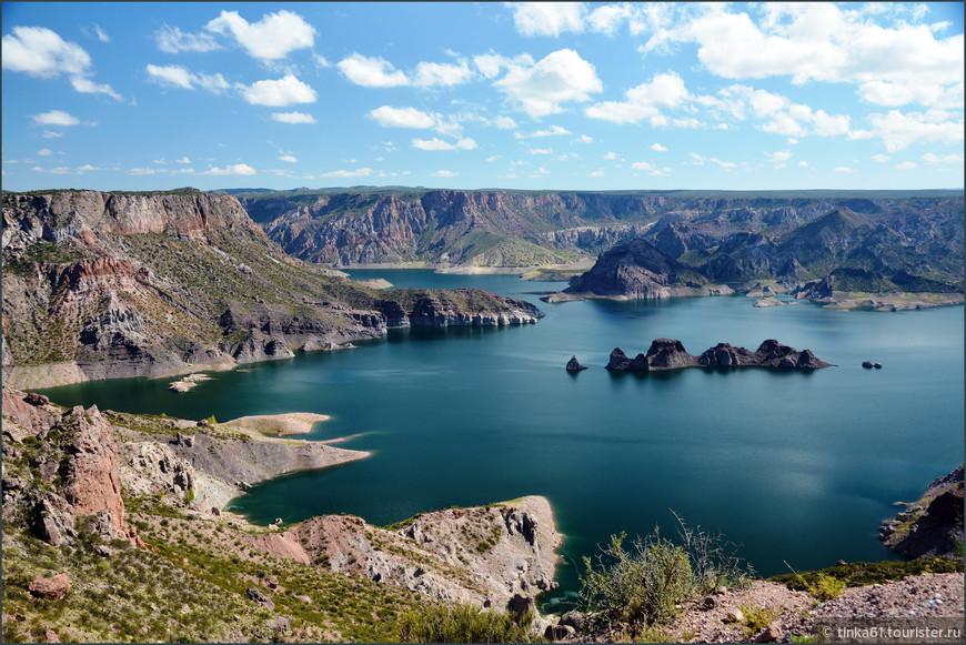 Водохранилище на реке Атуэль на юге провинции, Embalse Valle Grande del Rio Auel. Самый растиражированный открыточный вид.