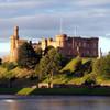 Замок Инвернесс (вид со стороны реки Несс). Именно на этом склоне и пасутся дикие кролики