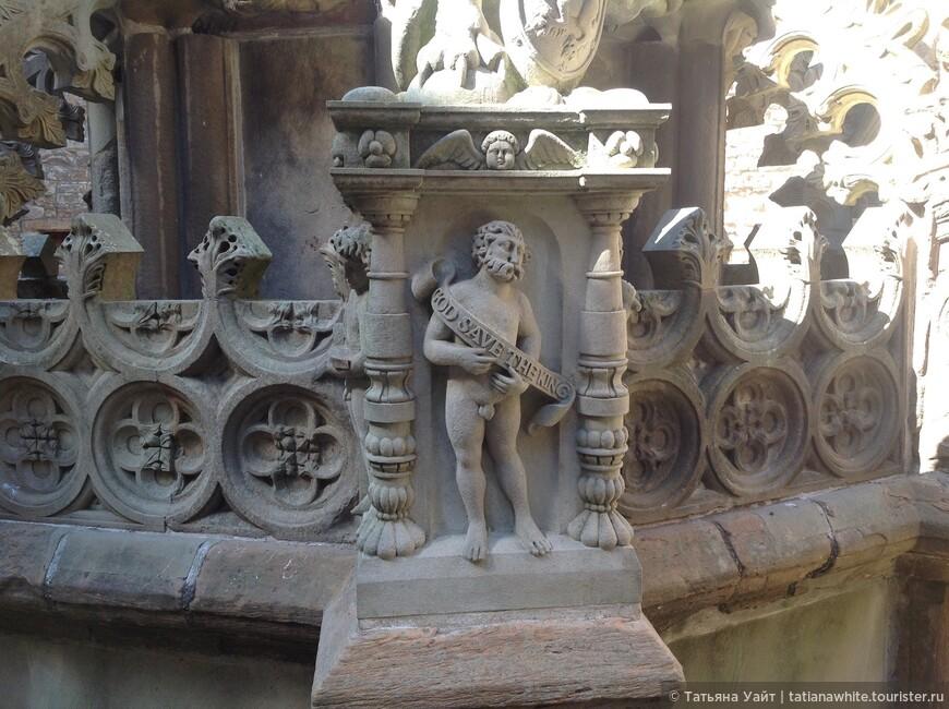 Деталь каменной резьбы фонтана
