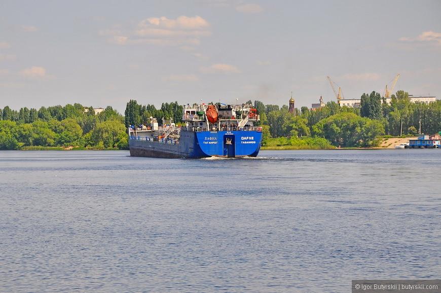 03. В городе помимо АЭС есть еще и Саратовская ГЭС, поэтому корабли проплывают по шлюзам.
