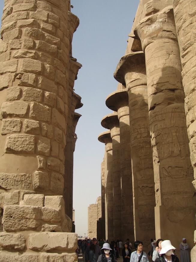 Высота колонн 45 метров