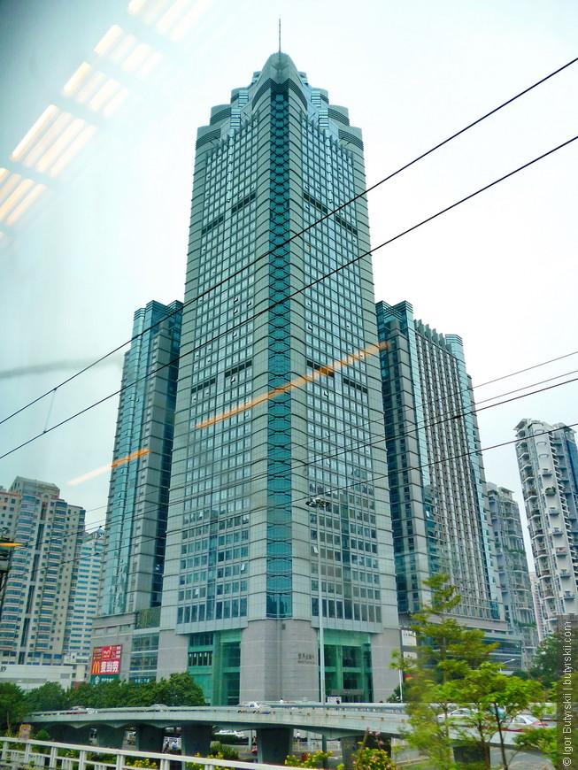 03. Шеньчжень очень молодой город, все отстроено в последние 20 лет, много небоскребов и довольно страшных.